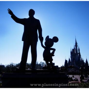 Tokyo Disneyland statue