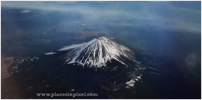 see mount fuji from flight